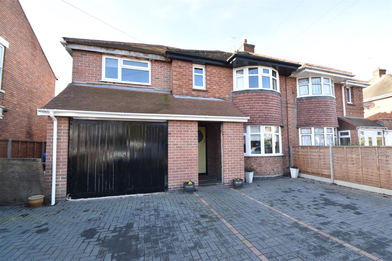4 Bedrooms Semi Detached House for sale in Laugherne Road, Worcester